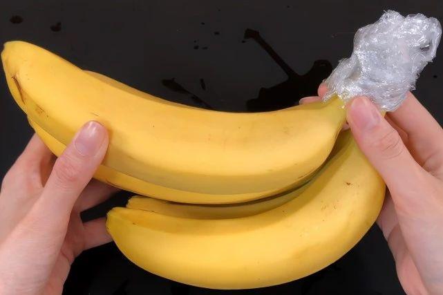 香蕉2天就变黑?水果摊老板教一招 第3张